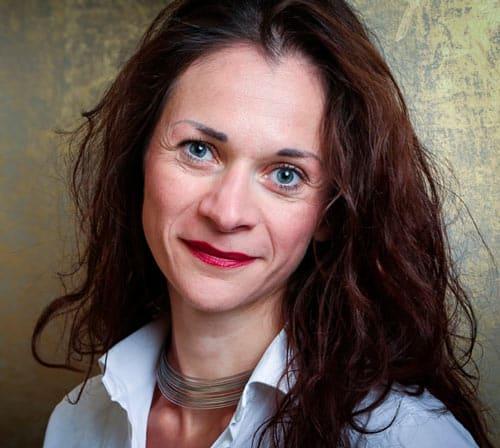 Portrait von Dozentin Bernadette Bruckner, MA